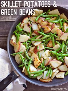 Adding fresh green beans to classic skillet potatoes invites freshness and a taste of spring. This simple side pairs perfectly with any grilled meat. Skillet Potatoes and Green Beans - Skillet Potatoes and Green Beans - Budget Bytes Bean Recipes, Side Dish Recipes, Potato Recipes, Vegetarian Recipes, Cooking Recipes, Healthy Recipes, Recipes Dinner, Quick Side Dishes, Skillet Recipes
