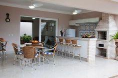 Espaço Gourmet: Saiba O Que é Necessário para Ter o Seu +61 Modelos Pergola, Sweet Home, Interior Architecture, Interior Design, Backyard Pool Designs, Outdoor Kitchen Design, Ideal Home, Outdoor Furniture Sets, House Plans