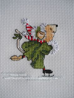 Xmas Mouse, she's a little gem, be fun to do. Cross Stitch Christmas Cards, Xmas Cross Stitch, Cross Stitch Needles, Cross Stitch Heart, Cross Stitch Cards, Simple Cross Stitch, Cross Stitch Animals, Cross Stitching, Cross Stitch Embroidery