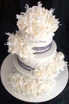Oh so pretty cake by Deliciously Decadent #cake #wedding