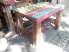 Mesita de arrime con persiana recuperada y maderas de demolición