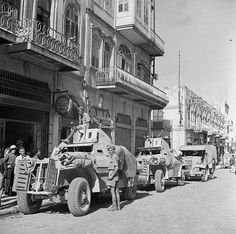 Autoblinde Marmon-Herrington britanniche, ma di costruzione sudafricana, per le strade di Aleppo, Siria, 22 luglio 1941.