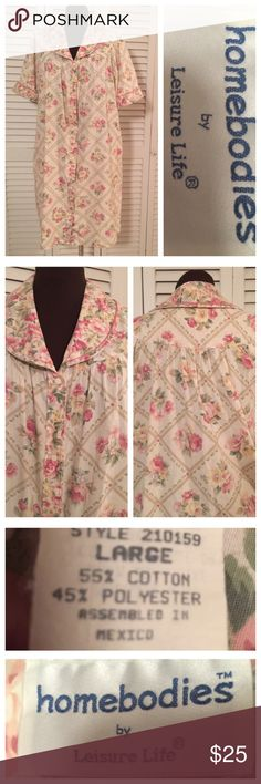 Floral House Coat ⭕️PRICE FIRM (NO BUNDLE) These little House coats are hard to come by these days.  If you've never owned one,  you don't know what your missing.  This is in excellent condition. Homebodies Intimates & Sleepwear Robes