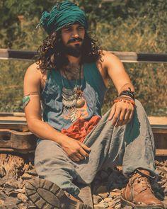 Gypsy Men, Hippie Men, Hippie Chic, Boho Gypsy, Hippie Style, Boho Chic, Outfits Hippie, Mundo Hippie, Bohemian Style Men