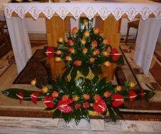 Church Flower Arrangements, Christmas Wreaths, Christmas Tree, Arte Floral, Ikebana, Tree Skirts, Flamingo, Holiday Decor, Home Decor