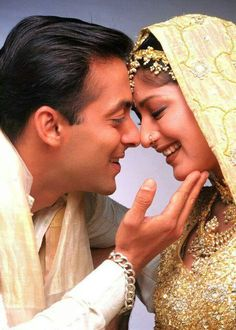 Salman Khan and Sonali bendre Bollywood Couples, Bollywood Actors, Beautiful Bollywood Actress, Most Beautiful Indian Actress, Hum Saath Saath Hain, Salman Khan Photo, Beautiful Heroine, Wedding Couple Photos, Wedding Pictures