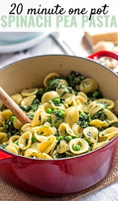 Want to get dinner on the table in 20 minutes - with a seriously easy recipe? This creamy one pot spinach pea pasta is just what you need!