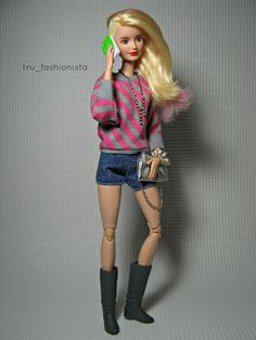 Model - Syd D. - Fashion Credits - Sweater - SIS: So In Style Shorts - Playline Barbie Boots - Wizards of Waverly Place Bag - Barbie Basics [altered by me] Necklace - Teen Trends Bracelet - Barbie Collector Phone Case - Bratz Barbie Toys, Barbie I, Barbie World, Barbie And Ken, Barbie Dress, Barbie Clothes, Made To Move Barbie, Barbie Basics, Teen Trends