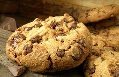A legfinomabb csokis keksz, ahogy Amerikában csinálják Easy Cookie Recipes, Sweet Recipes, Dessert Recipes, Organic Cookies, Organic Chocolate, Homemade Cookies, Organic Recipes, Just Desserts, Chocolate Chip Cookies