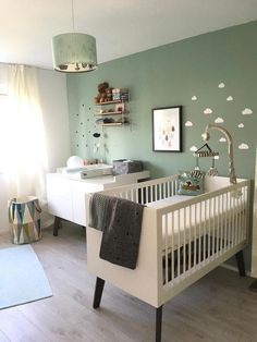 Kinderzimmer Most popular baby room themes Pin by colora tienen on Babykamer / baby room in 2019 Baby Room Themes, Baby Room Decor, Nursery Room, Nursery Decor, Mint Nursery, Nursery Ideas, Accent Wall Nursery, Green Nursery Girl, Cream Nursery