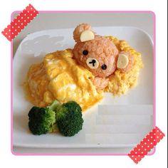 Rilakkuma likes to snuggle under an omelette blanket Kawaii Bento, Cute Bento, Bento Recipes, Baby Food Recipes, Toddler Meals, Kids Meals, Omurice, Kawaii Cooking, Creative Food Art