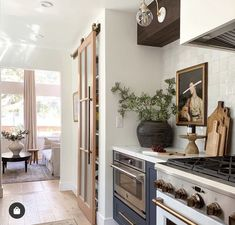 Kitchen Colors, Kitchen Design, Kitchen Pantry Doors, American Kitchen, Layout, Classic Interior, Classic House, Planer, Sweet Home