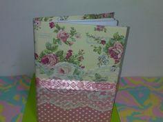 Caderno brochura com 96 folhas, encapado com tecido de algodão, com passa fita.  Pode ser  utilizado como caderno de assinatura para 15 anos, casamento, formatura,  ou mesmo fazer suas anotações com charme !  Frete não incluso preço do produto R$25,00
