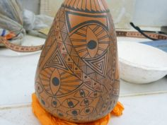 Olla estilo Paquimé de la ceramista cancunense Teresa Cervantes.  Taller de cerámica Paquimé del Maestro Eusebio Ortega, en Cancún, Quintana Roo, México.