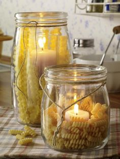 Witzige DIY-Idee für die Küche: Windlichter mit Nudeln! Zur ANLEITUNG >>