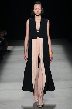 Narciso Rodriguez New York - Spring Summer 2019 Ready-To-Wear - Shows - Vogue. Fashion Week, New York Fashion, Runway Fashion, High Fashion, Fashion Show, Fashion Design, Narciso Rodriguez, Trend Council, Looks Style