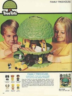 Introduced in 1975 by Kenner, the Tree Tots Family Tree House was an attempt to compete with Fisher-Price's Little People.
