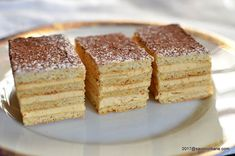 Prajitura cu crema caramel si foi cu miere - Dobos Englezesc | Savori Urbane Romanian Desserts, Romanian Food, My Recipes, Cake Recipes, Dessert Recipes, Hungarian Cake, Creme Caramel, Pastry Cake, Deserts