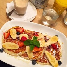 Breakfast of girly champs  @billsrestaurant #billsbattersea #bills #breakfast #brunch #pancakes #berries #banana #healthy #foodie #food #yummy #hungry #munch #foodlover #foodstagram