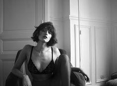 Parisian girl black and white photo •