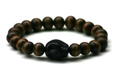 Wood Junkie Pearl Bracelet 9mm Big Skull Dark Brown/ Black - Urban Classics-Shop.nl