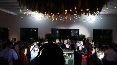 Disfrutando de la fiesta en la Terraza Alma de Agua.  #bodas #eventos #weddings #novios #weddingdestination #party #decoration