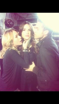 Shelley Hennig in the set off the secret circle with Britt Robertson and Thomas Dekker.