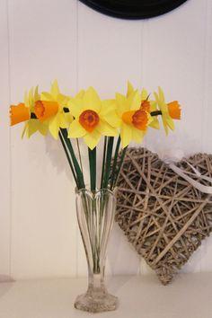 Deko-Objekte -  Blumenbouquet Strauss Frühling Narzissen - ein Designerstück von Papier-Traeume bei DaWanda