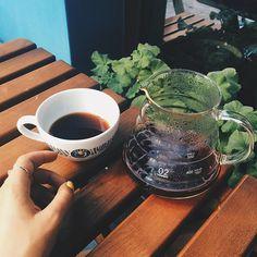 Pour Over. Costa Rica. ✌️ #tucanocoffee #pourover #v60 #costarica #specialtycoffee #love #peace #coffee Costa Rica, V60 Coffee, Coffee Maker, Kitchen Appliances, Tableware, Accessories, Coffee Maker Machine, Diy Kitchen Appliances, Coffee Percolator