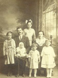 What's Your Story? Conducting Interviews for Genealogical Research by Megan Margino, Stephen A. Schwarzman Building, Milstein Division of United States History, Local History and Genealogy January 7, 2015. PHOTO: Marcolla Family, circa 1917