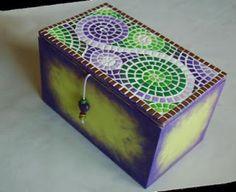 caja mosaico arcilla polimérica Mosaic Tray, Mosaic Tile Art, Mirror Mosaic, Mosaic Crafts, Mosaic Projects, Mosaic Glass, Mosaic Madness, Glass Boxes, Mosaic Patterns