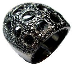 Gwyneth Paltrow's black gold and black diamond caviar ring