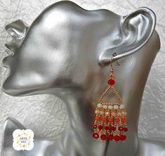 Gli orecchini Osiride Nefertari sono realizzati con Rocaille oro rosato,56 rondelle in cristallo di diverse misure nei colori : rosso opaco, bianco opaco, pesca, salmone.   monachelle in argento 925 placcate oro. ➡️ Puoi acquistare le mie creazioni direttamente online