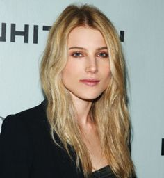 Dree Hemingway Hairstyle, Makeup, Dresses, Shoes and Perfume - http://www.celebhairdo.com/dree-hemingway-hairstyle-makeup-dresses-shoes-and-perfume/