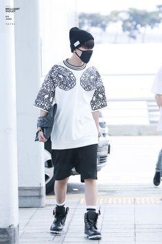 Jung Hoseok airport fashion