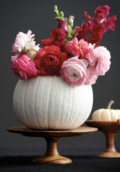 Fall is the season for stylish gourds. Incorporate them into your home décor design with these 25 chic and easy ways to decorate pumpkins!