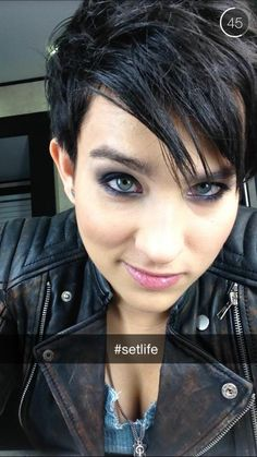 Bex Taylor-Klaus on the #Arrow set