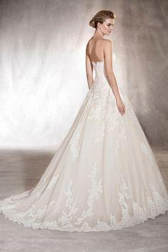 acb0ebf10170 2019 amor de Tulle vestidos de novia Una línea con el botón apliques  cubierto US  329.00 VTOP2ZTR53C. Abiti Da SposaAbiti Da SposaBoutique ...