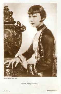 Anna May Wong. German postcard by Ross Verlag, no. 5477/1, 1930-1931. Photo: Atelier Manassé, Wien (Vienna).
