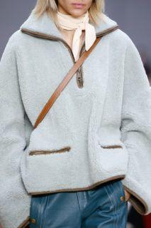 Chloé Fall 2016 Ready-to-Wear Accessories Photos - Vogue Vogue Fashion, Fashion Show, Fashion Trends, Chloe, Fashion Details, Fashion Design, Fall 2016, Streetwear Fashion, Pull