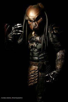 Mask on. He's a total one bagger. Predator Movie, Alien Vs Predator, Predator Cosplay, Amazing Cosplay, Best Cosplay, Science Fiction, Aliens Movie, Xenomorph, Marvel