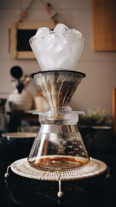 Comical way to use your extra coffee equipment Top chamber: Kalita Wave dripper / Middle chamber: Hario dripper / Hario 01 Server Coffee Snobs, Espresso Coffee, Coffee Cafe, Cold Brew Iced Coffee, Coffee Drinks, Coffee Mugs, Coffee Server, Coffee Stands, V60 Coffee