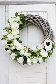 Decofleur: Misz masz 🙂 This fall wreath is the perfect harvest time decoration! A gorgeous wired green basket weaver burlap ribbon is the focal point. Diy Wreath, Grapevine Wreath, Wreaths, Door Hanging Decorations, Flower Decorations, Pretty Flowers, Colorful Flowers, Green Basket, Dried Flowers