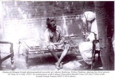 A freedom fighter, he was considered to be one of the most famous revolutionaries of the Bharatiya Independence movement. For this reason, he is often referred to as martyr Bhagat Singh. Indian Freedom Fighters, Bhagat Singh, Bollywood, India Independence, Rare Photos, Rare Pictures, Vintage Photos, Revolutionaries, Famous People