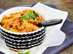 Juustoinen pastavuoka http://www.yhteishyva.fi/ruoka-ja-reseptit/reseptit/juustoinen-pastavuoka/014209