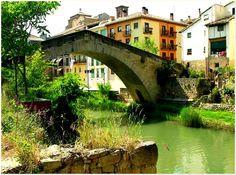 Puente de la Cárcel o también llamado de las Berzas,  en Estella Lizarra Ciudad Medieval en Navarra  http://parquelosdesvelados-calaverasestella.blogspot.com.es/  http://estellalizarra-ciudadmedieval.blogspot.com.es/  www.casaruralnavarra-urbasaurederra.com  http://elcaminodesantiago-estellalizarra.blogspot.com.es  http://nacedero-rio-urederra.blogspot.com.es/