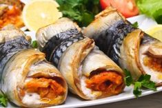 5 Fish Recipes, Seafood Recipes, Dinner Recipes, Cooking Recipes, Fresh Rolls, Sushi, Deserts, Food And Drink, Ethnic Recipes