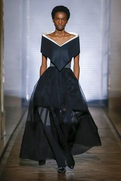 View the full Spring 2018 couture collection from Givenchy.