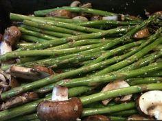 Tiny-Green-Moms-Roasted-Baby-Portobello-Mushrooms-Asparagus.jpg (2048×1536)