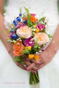 Picking the Perfect Flower Wedding Bouquet Vintage Bridal Bouquet, Vintage Wedding Flowers, Spring Wedding Flowers, Wedding Flower Decorations, Flower Bouquet Wedding, Summer Wedding Colors, Bridesmaid Bouquet, Floral Wedding, Flowers Decoration